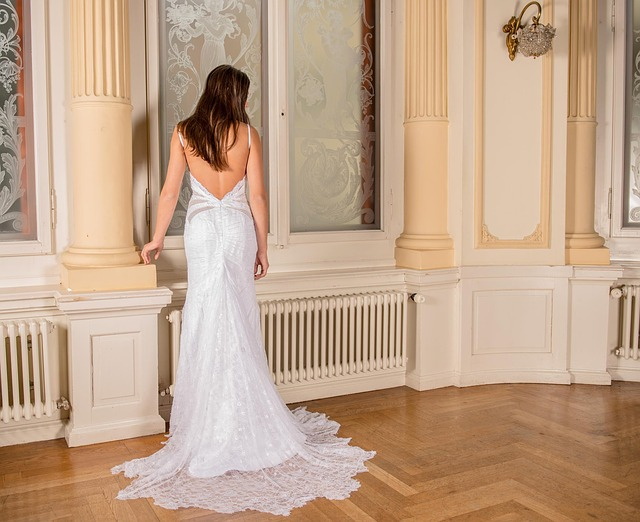 wedding-dress-301815_640